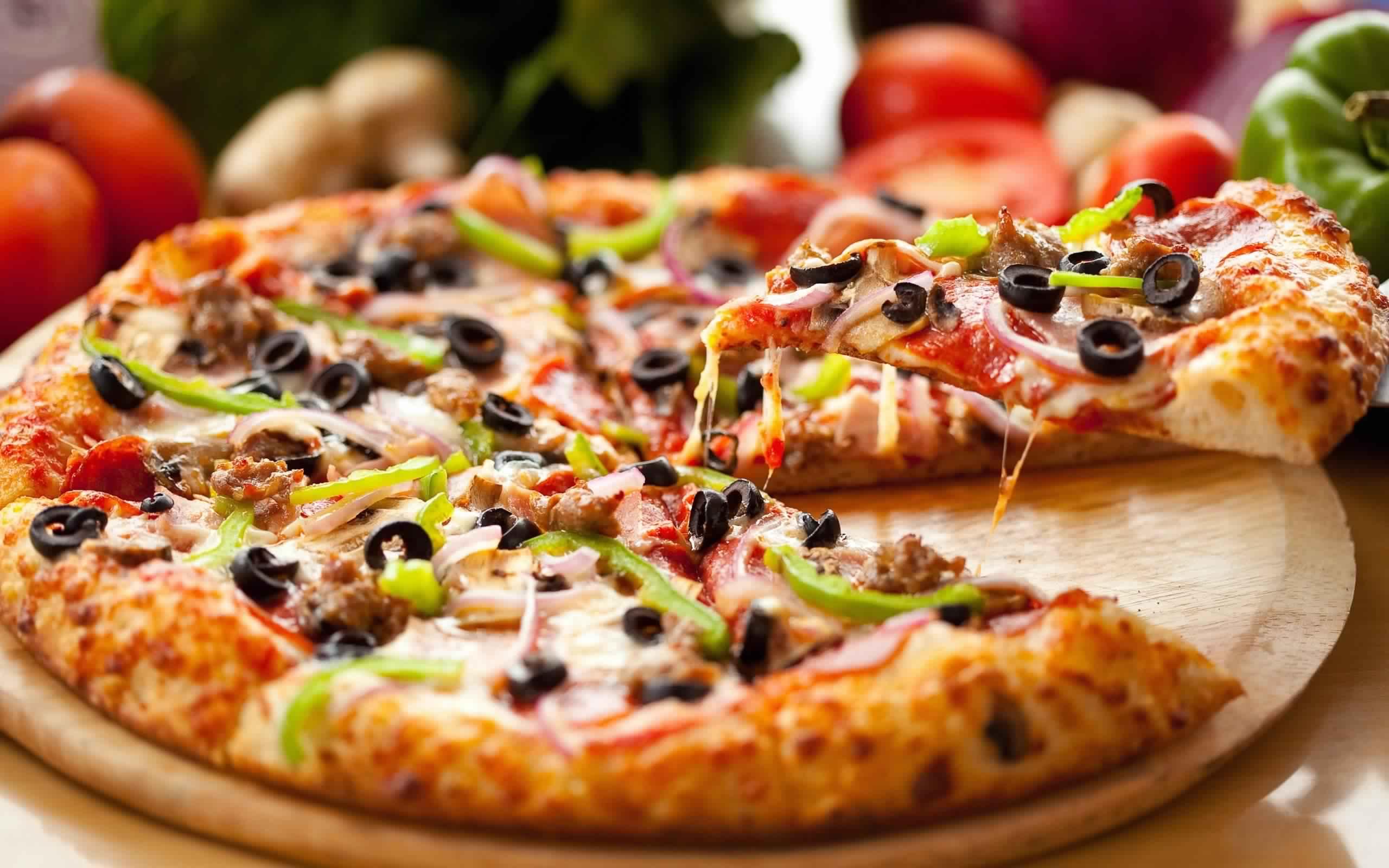 معلومات عن طريقة عمل عجينة وصلصة البيتزا